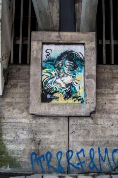 graffiti by Alice in Oslo, a kissing couple, near Grønnland bussterminal