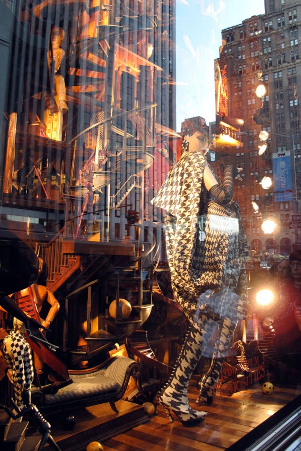 5th avenue: amazing shopping window