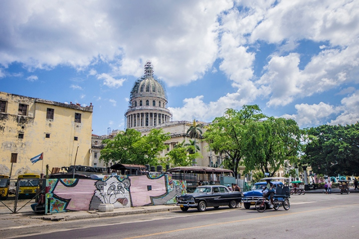 Traffic & graffiti in Cuba
