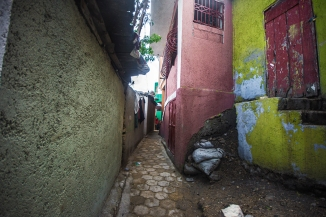 narrow streets in Jalousie