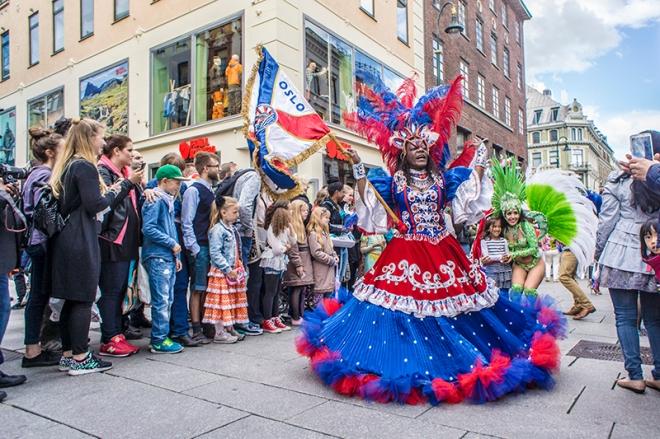 Parade i Karl Johan, Oslo karneval 2015
