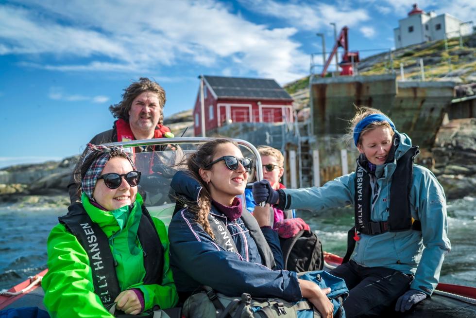 Boat by Bøkfjord lighthouse
